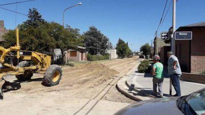 Se realizan trabajos de pavimentación en Vela