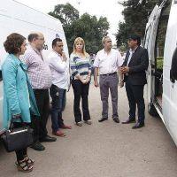 El centro de rehabilitación Las Moritas y el Hospital Kirchner recibieron vehículos de traslado