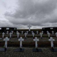 Argentina y Reino Unido acordaron cómo identificar a los caídos en Malvinas
