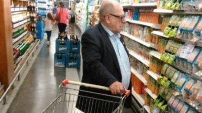 Cuida el bolsillo: el intendente Arroyo de compras