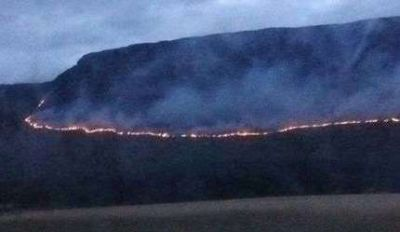 Son de magnitud los incendios en la sierra El Volcán