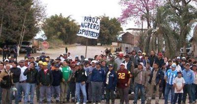 Paro y amenaza de represión en el Ingenio El Tabacal