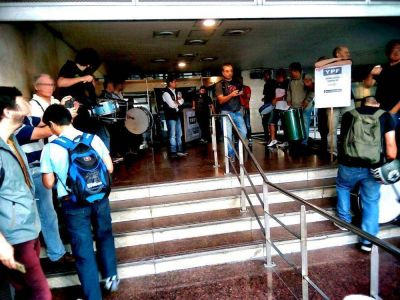 Trabajadores de la Unión Informática movilizan y escrachan a la empresa NEXT