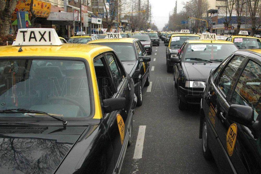 """Ante la falta de aumento, taxistas aseguran estar """"impacientes"""""""