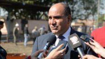 El gobernador destaca que en la provincia se pagan los sueldos a tiempo