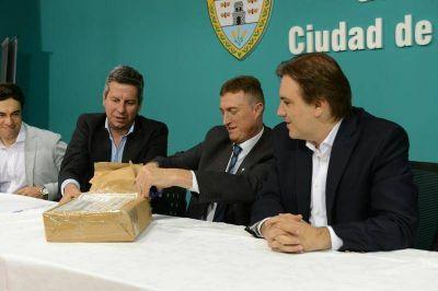 Obras hídricas: firman contrato para desagües y abren sobres para la Cloaca Máxima
