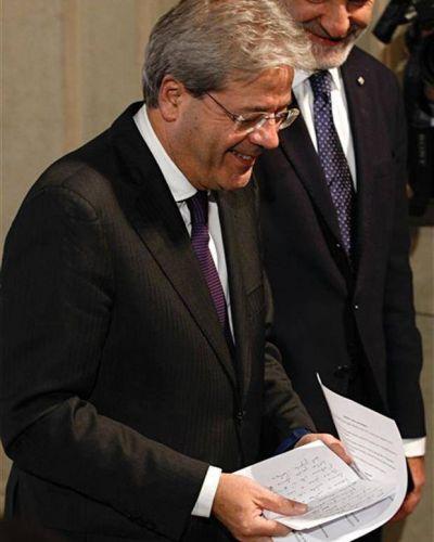 Gentiloni presentó a su gabinete y juró el cargo