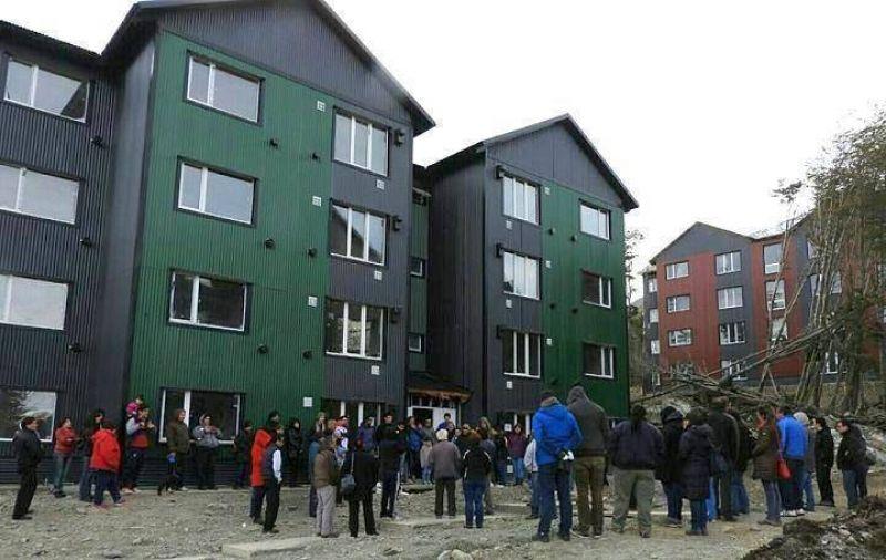 Firman convenio para la urbanización del barrio donde se construyen las viviendas de ATE
