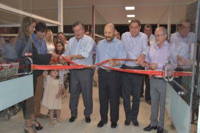 El gobernador presidio inauguración de la sucursal 9 de Supermercado Cáceres