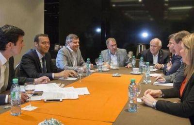 Peppo y ocho gobernadores más piden a Macri una mesa de diálogo