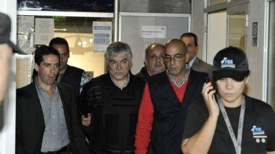La Justicia detectó que, desde la cárcel, Báez le pasó cheques a quien sería su novia