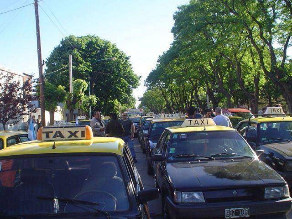 Taxistas analizan movilizarse por las demoras con la suba en la tarifa