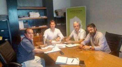 Gastón firmó convenio con el Instituto de la Vivienda de la Provincia