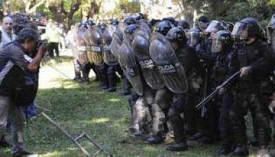 Represión en el Borda: procesaron al jefe de la Metropolitana