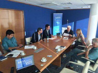 El diputado Buil y dirigentes políticos de Pehuajó en ABSA por la faltante de agua para consumo