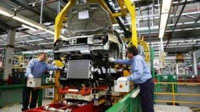 La UIA estimó que la actividad industrial se contrajo 8,2% en octubre