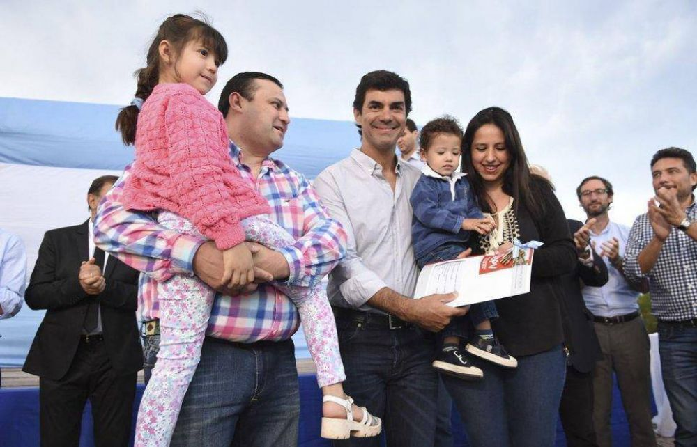 Entregaron viviendas a 54 familias de El Carril