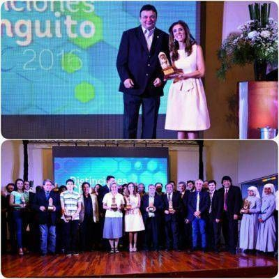 """La gobernadora de la provincia Dra. Claudia de Zamora recibió la distinción Changuito CyAC 2016 de la """"amistad"""""""