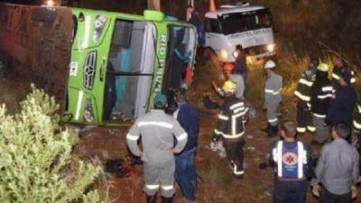 Se accidentó un micro con estudiantes argentinos en Brasil: hay 3 muertos
