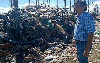 Denuncian que el Municipio tira residuos en terrenos cercanos al ex basural a cielo abierto