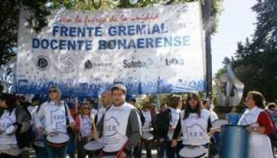 Docentes bonaerenses reclamarán apertura de paritarias en CABA
