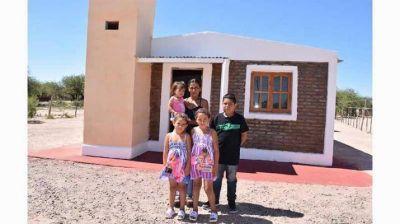 Entregan viviendas sociales en Km 49