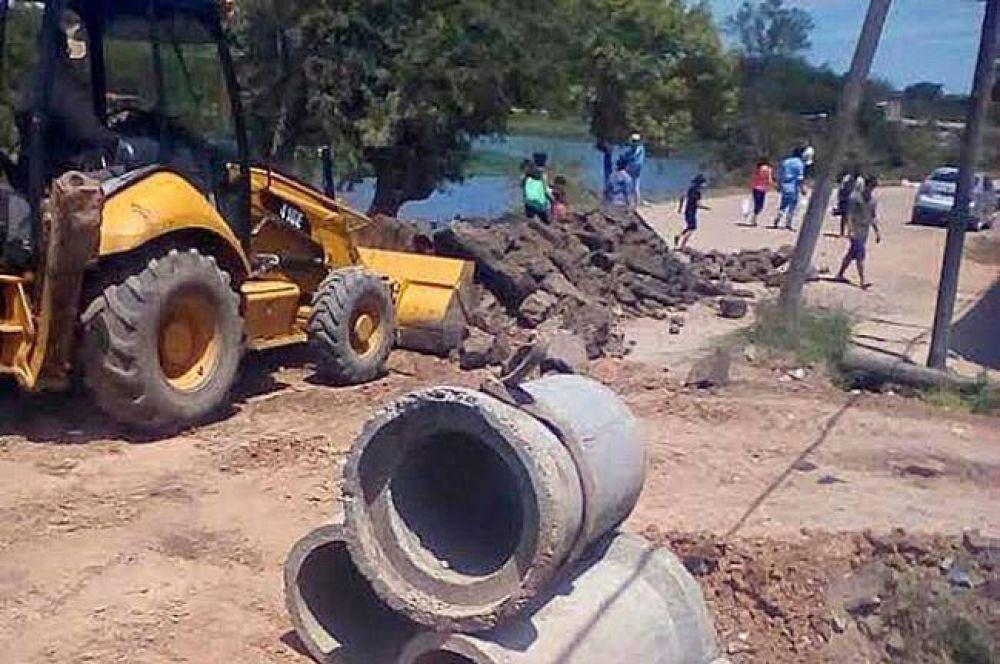 El municipio colocó de tubos de desagües y arregló calles en La Isla de Villa Río Negro