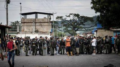 Toque de queda y despliegue militar para evitar nuevos saqueos en Venezuela