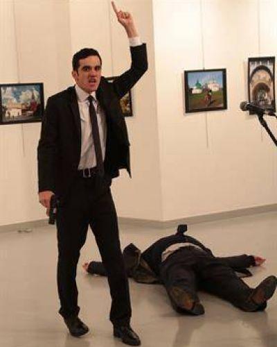 Mataron a balazos al embajador ruso en Turquía