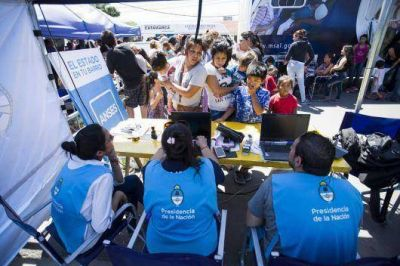 """""""El Estado en tu Barrio"""" facilitó más de 770 mil trámites a vecinos de zonas desfavorables"""