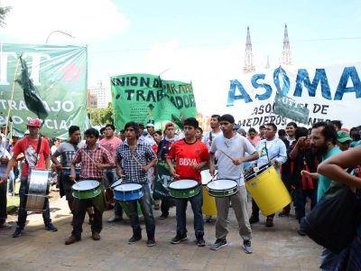 Tras una falsa promesa de reunión, productores hortícolas protestaron en la municipalidad