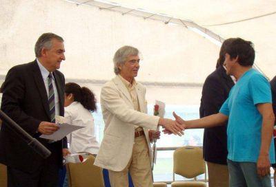 Ledesma entregó viviendas en el barrio El Encuentro de El Talar