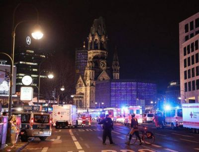 El Papa: unidos para que no haya más espacio a la locura terrorista