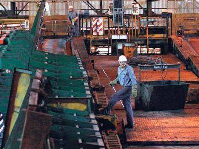 El empleo industrial acelera su caída