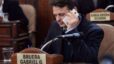 Gabriel Bruera sale al rescate de su hermano Mariano y le tira el fardo al alakismo