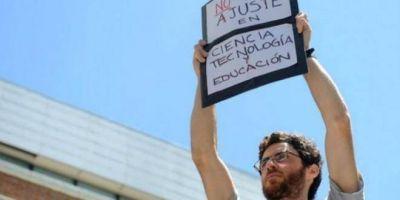 Por 500 despidos en el CONICET, investigadores y gremios toman el Ministerio de Ciencia