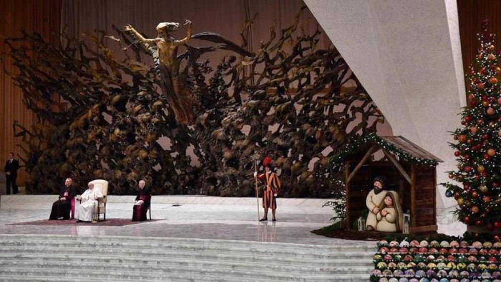 Francisco invita a ver el pesebre para descubrir la esperanza