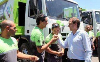 La Plata: Garro presentó nueva flota de camiones recolectores de residuos