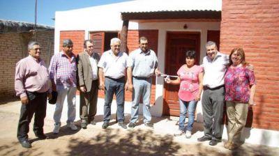 Entregaron viviendas sociales en El Barrial