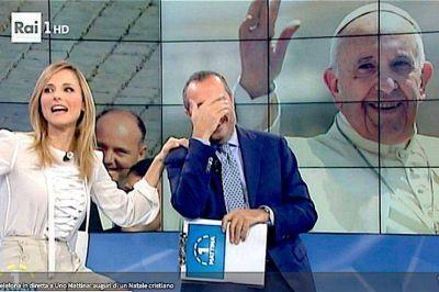 """Francisco felicitando a un programa de TV invita """"a una Navidad como la primera, lejos del dios dinero"""""""