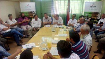 Productores afirman que se está pagando menos de tres pesos el kilo de hoja verde y con cheques hasta agosto