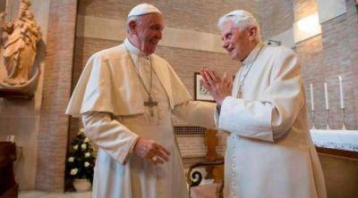 Francisco visita a Benedicto XVI por la Navidad
