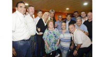 Fue en José C. Paz, en donde Mario Ishii también juntó a Eduardo Duhalde, Chiche Duhalde, Jesús Cariglino. ¿Lista paralela del PJ en 2017?