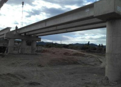 Calculan que el puente de Quines estará listo a mediados de febrero
