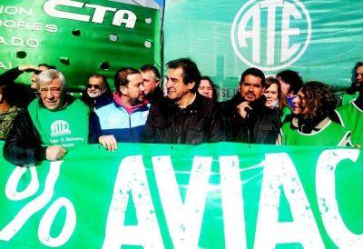 """ATE Anac fija postura contra el """"Low Cost"""" de Macri"""