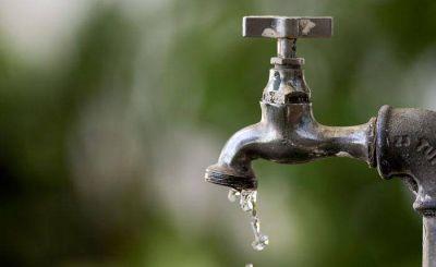 Quejas por la falta de agua en el Santa Marta