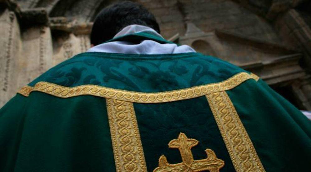 Sacerdote acusado de abusos expulsado del estado clerical en Argentina