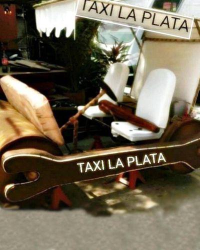 """Taxistas enojados por el aumento de la nafta: """"Vamos a terminar empujando los autos como Los Picapiedra"""