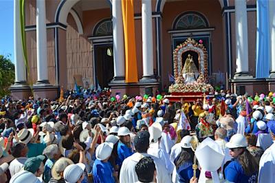 Chile: miles en la procesión de Nuestra Señora del Rosario en Andacollo
