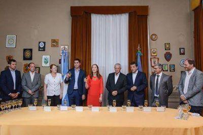 Bucca acompañó a Mosca en el reconocimiento a Jorge Sarghini, presidente saliente de la Cámara de Diputados
